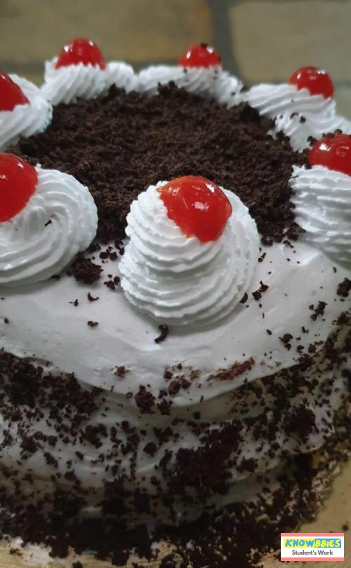 Online Course in  For Birthday Cakes + Fondant Cake : Baking & Icing Video Course (Pre-recorded) in Hindi